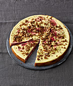 Beetroot cheesecake with crunchy walnuts