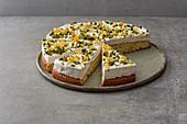 Winterkuchen aus Wunderteig mit Orangeat und Pistazien