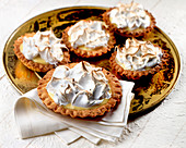 Tartlets with white chocolate cream and a meringue topping