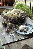 Kranz aus Zweigen als Osternest mit Eiern