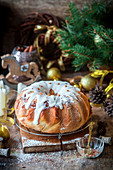 Hefekuchen mit Zuckerguss zu Weihnachten