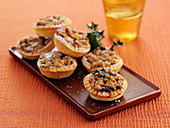Mince pies with cinnamon crumble