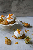 Small Christmas cakes with physalis