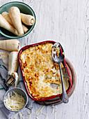Kartoffelgratin mit Pastinaken in Auflaufform