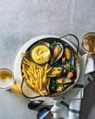 Miesmuscheln mit Pommes Frites und selbstgemachter Mayonnaise