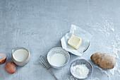 Suppenbindung mit Mehlschwitze, Eigelb, Fett, Speisestärke oder Kartoffel