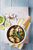 Thailändische Seafood-Curry mit Gemüse
