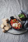 Baked Beans mit Ziegenkäse und Chorizo
