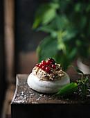 Vegane Pavlova aus Aquafaba mit Kaffeebuttercreme