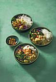 Grünes Curry mit Wintergemüse und gerösteten Kernen