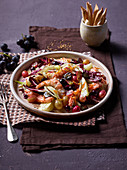Fennel and radicchio salad with grapes and shrimps