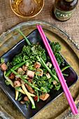 Marinierter Tofu mit Ingwer, Bohnen und Grünkohl