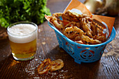 Fried onions rings served with a glass of beer