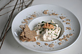 Caviar cream with crispbread