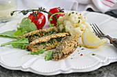 Strömming auf italienische Art mit Petersilie, Chili, Knoblauch und Zitrone, dazu Kartoffelpüree mit Parmesan