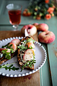 Crostini with peaches and cheese