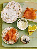 Smoked salmon on rice cakes with sour cream and lemon