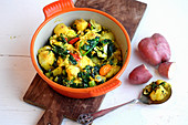 Saag aloo (curry with potatoes and spinach, India)