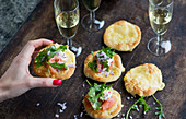 Mini pizzas with cheese, smoked salmon and rocket