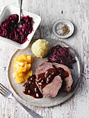 Pot roast with gingerbread and raisins from the Rhineland