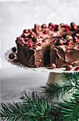 Vegane Schokoladen-Haselnuss-Torte mit Schokoladenganache