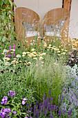 Beet mit Phlox, Schafgarbe, Katzenminze, Steppensalbei und Gras