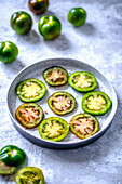 Ringed green tomatoes with large Himalayan salt
