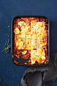 Lasagne alla calabrese (Lasagne mit Fleischsauce, Schinken und gekochten Eiern, Italien)