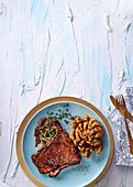 Sticky T-Bone-Steak mit Zwiebelblume