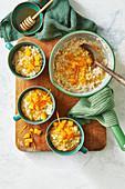 Porridge mit Mohn, Orange und Honig