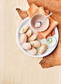 Madeleines mit Limettenzucker und Grapefruitglasur