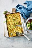 Spaghetti-Carbonara-Auflauf mit Erbsen und Zucchini