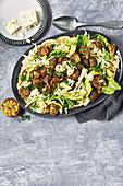 Falafel-Avocado-Salat mit Feta und gegrilltem Limetten-Dressing