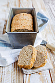 Spelt bread with buttermilk and oatmeal