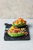 Gefüllte Avocado mit Paprika