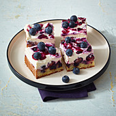 Blueberry poke cheesecake