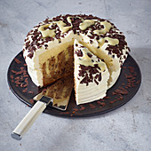 Stracciatella poke cake