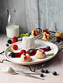 Yoghurt mousse with fruits of the forest sauce and mini Bundt cakes (Upper Palatinate)