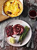Sous-vide-gegartes Dry Aged Steak mit Kartoffelgratin und Spargel