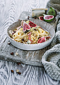 Spaghetti with gorgonzola and figs