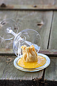 Crab dumpling in pastry with mango cream