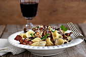 Pasta with mushroom, bacon and gremolata