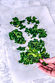 Frittierte Grünkohlblätter mit Pfeffer