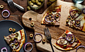 Pizza with tuna, red onion, green olives and mozzarella