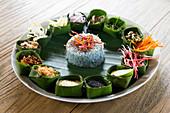 Kao Yam: Reissalat mit verschiedenen Zutaten (Thailand)