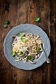 Tagliatelle with mushrooms and basil