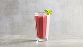 Ginger and raspberry lassi (low carb)