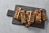 Quick muesli bars with nuts and honey
