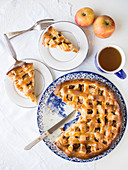 Traditioneller holländischer Apfelkuchen