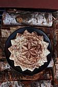 Griesspudding in Sternform mit Kakaopulver